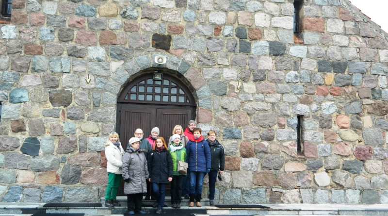 Przewodnicy przed kościołem w Kalinowie, 21.11.2015